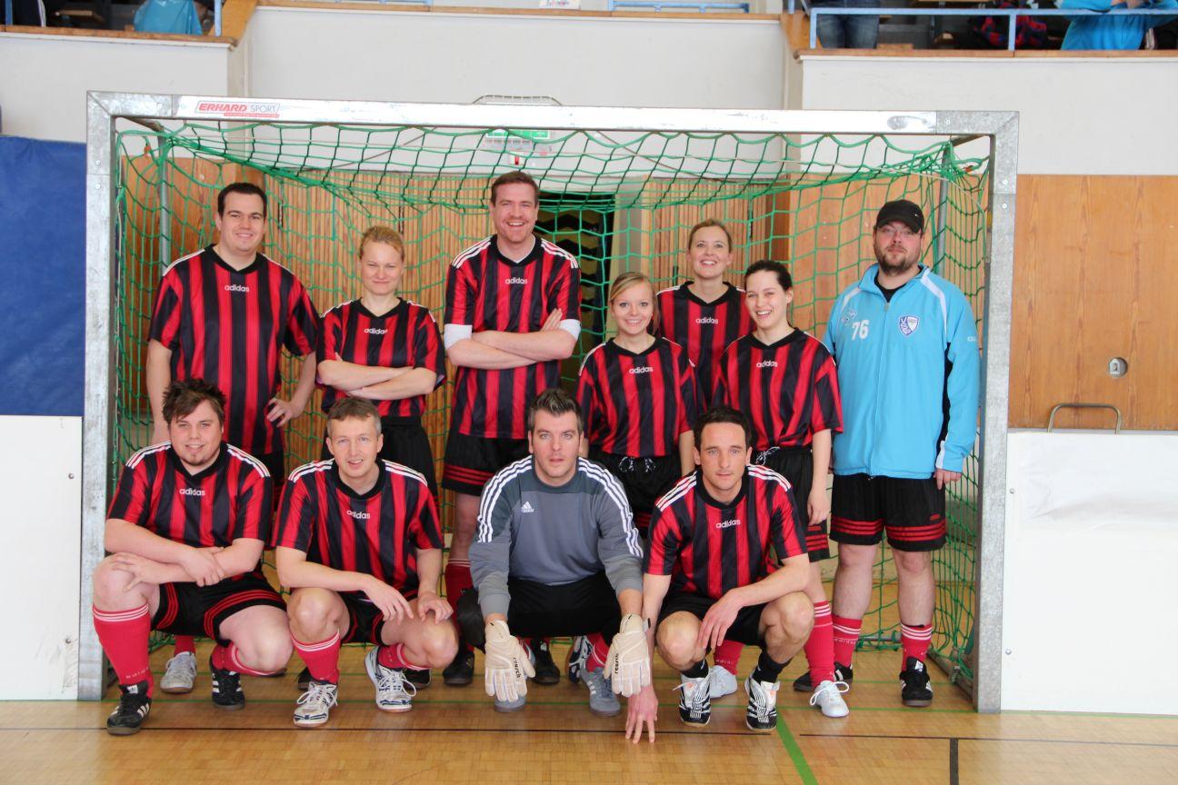 Unser Team beim Hallenfußballcup 2013<br /> <div style='text-align: right; font-size: smaller;'>Foto: Hochschulsportzentrum der RWTH Aachen</div>