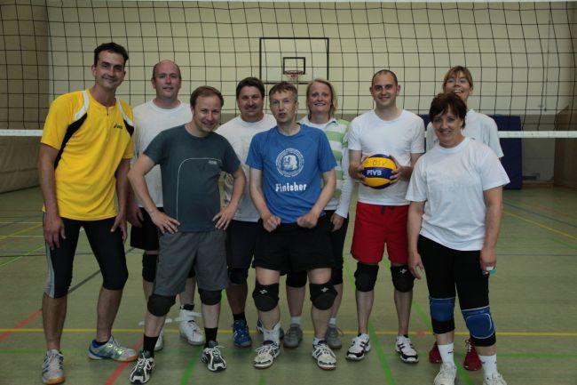 Volleyballer/innen nach dem Training.<br /> <div style='text-align: right; font-size: smaller;'>Foto: Navina von Felbert</div>